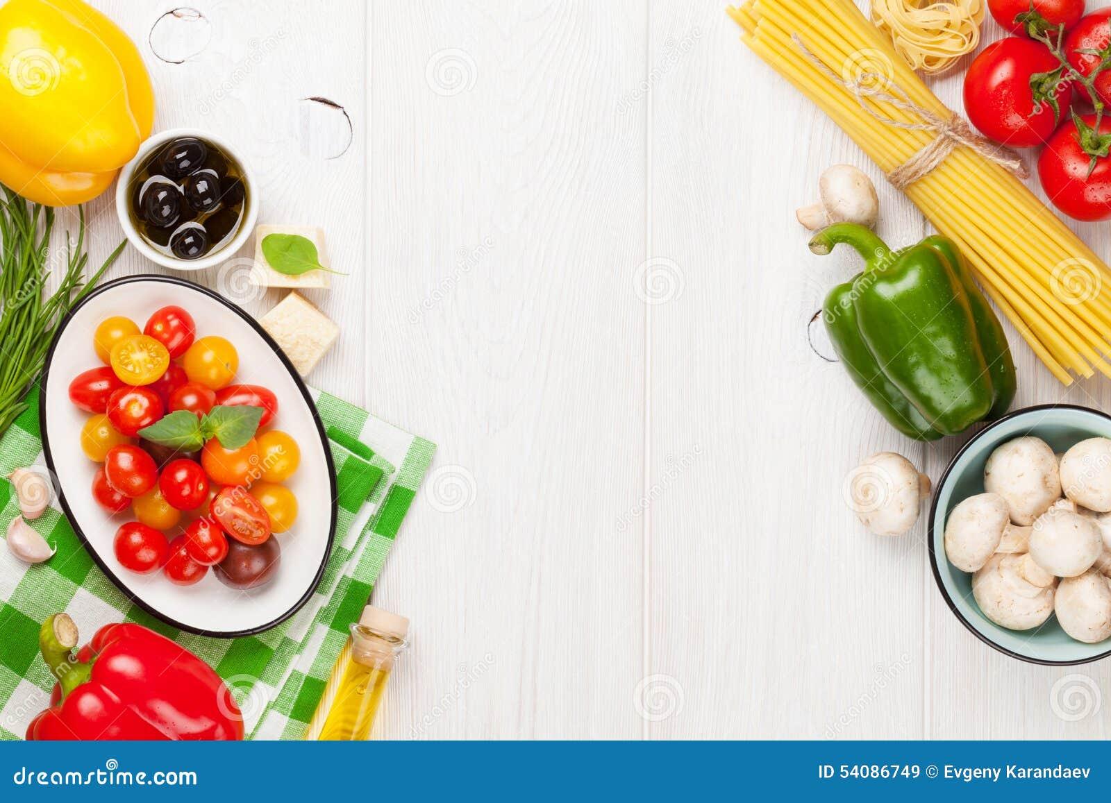 Italiaanse voedsel kokende ingrediënten Deegwaren, groenten, kruiden