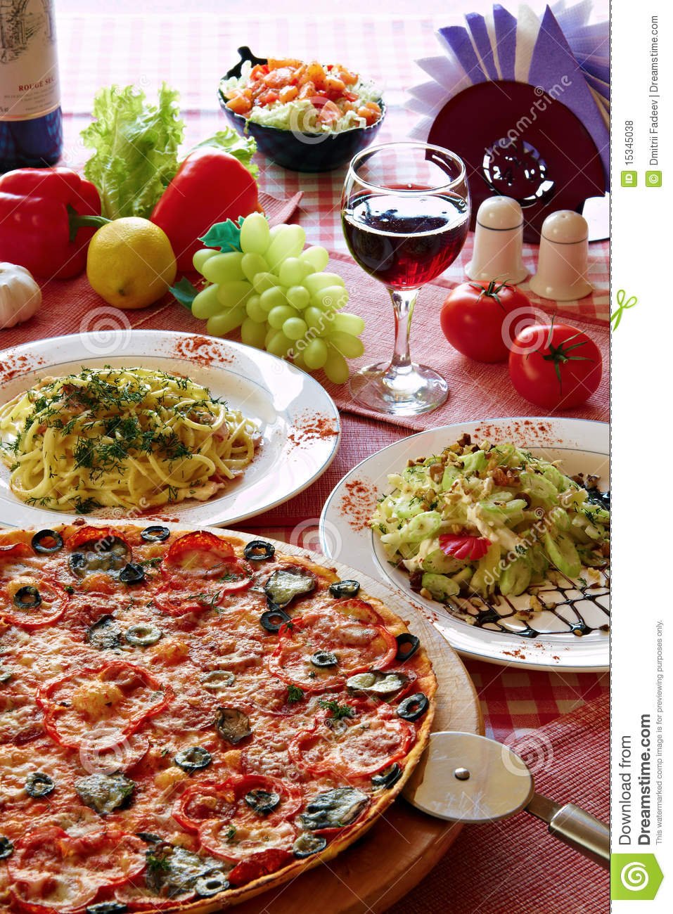 Italian food setting with pizza pasta and wine stock for Cooking italian food