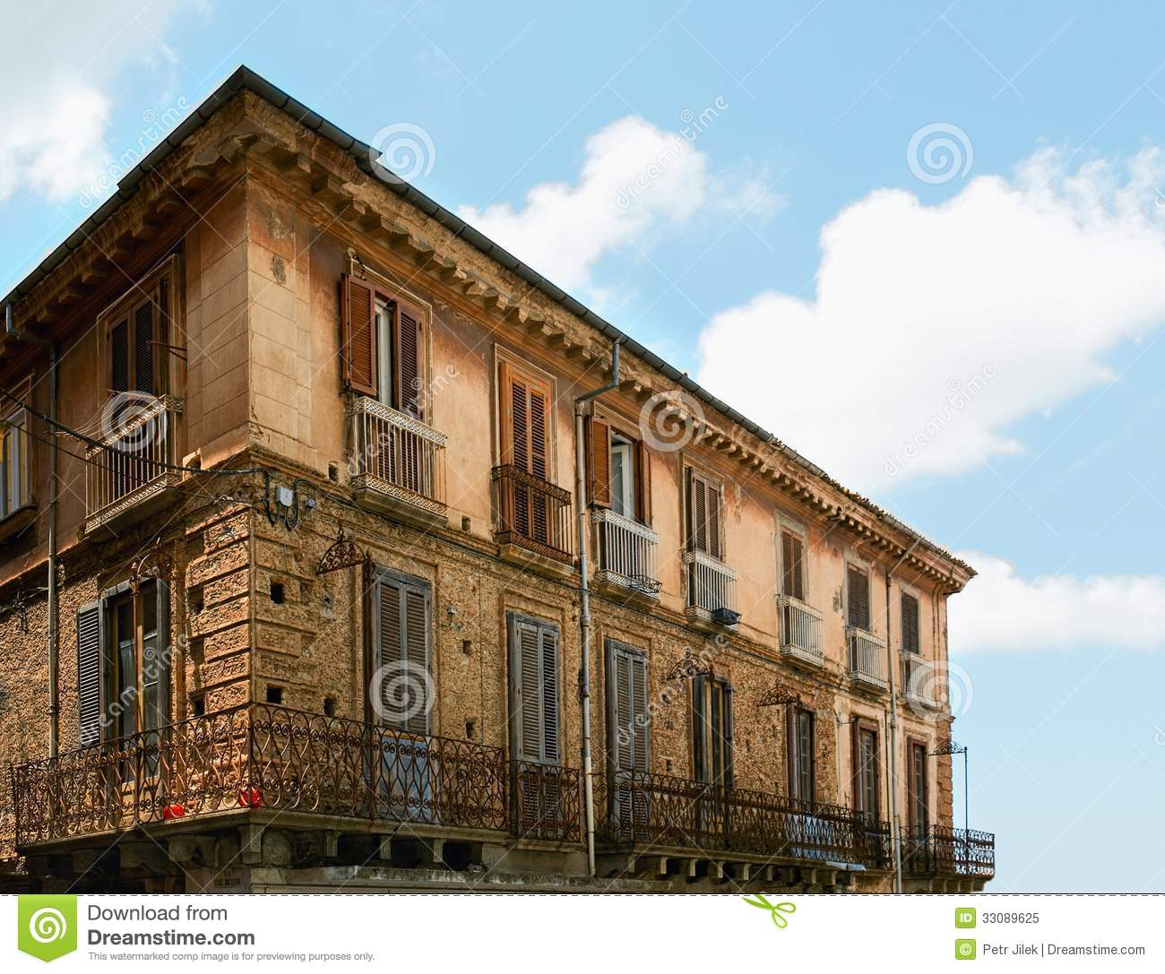 Italian old house royalty free stock photo image 33089625 for Classic italian house