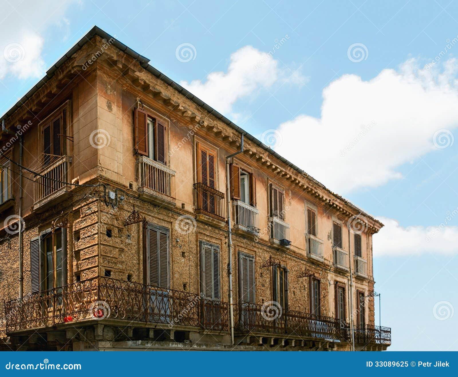 Italian old house royalty free stock photo image 33089625 for Classic italian house