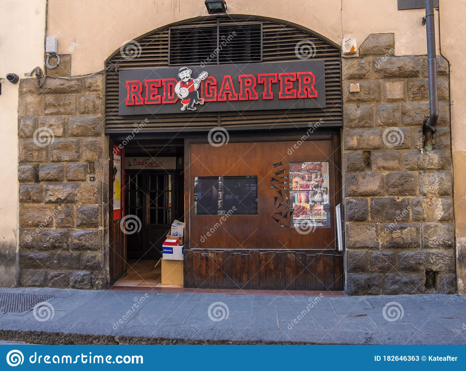 Italian Restaurant In The Historic Centre Of Florence Tuscany Italy Editorial Stock Photo Image Of Lifestyles Building 182646363