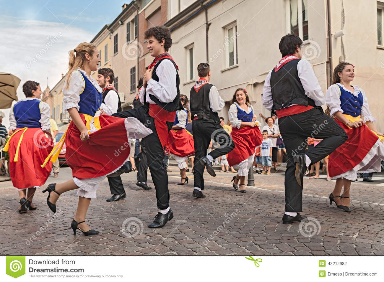 Italian traditional dance editorial photography image of for Dans italien