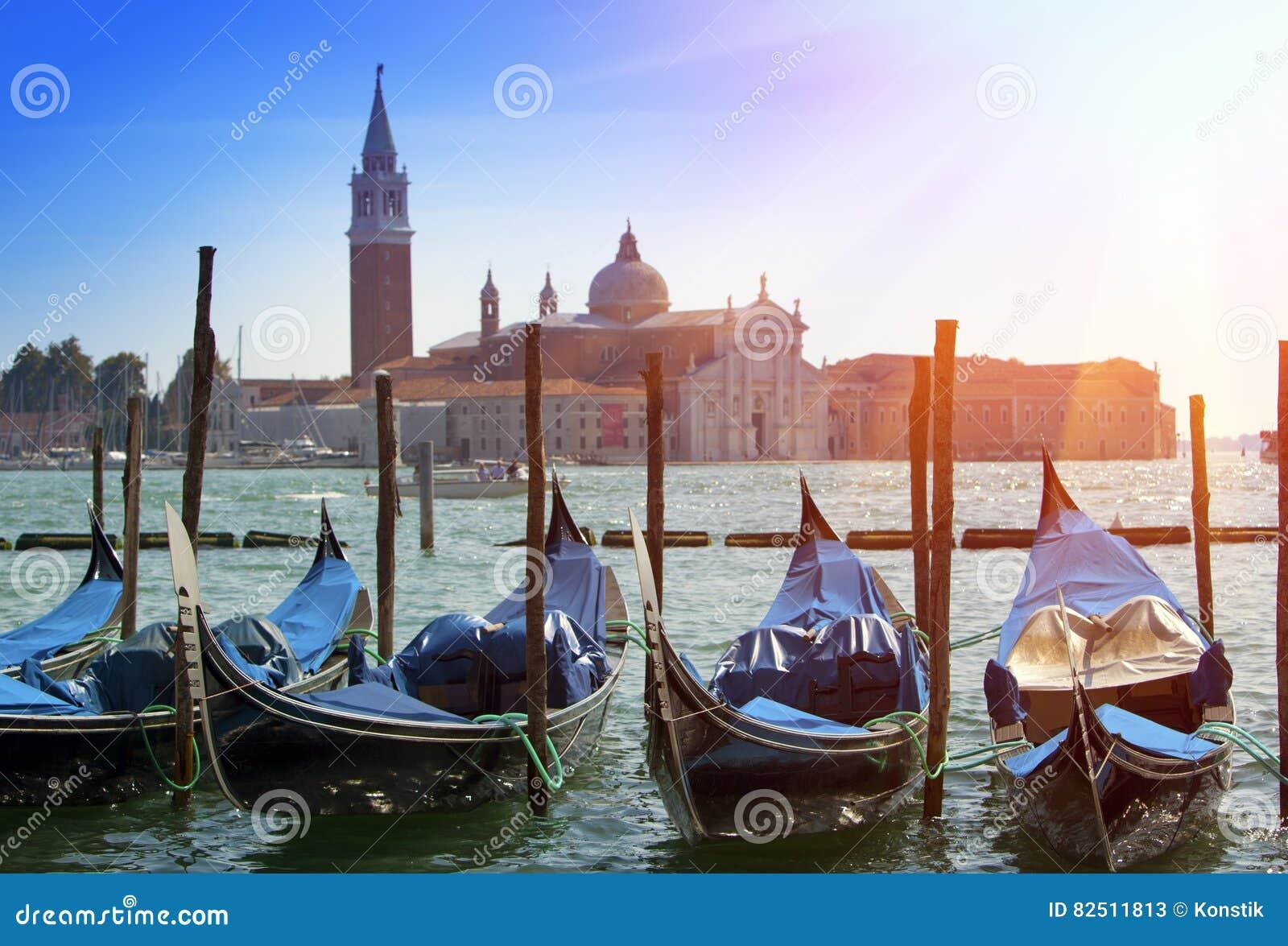 Italien Venedig Gondeln im Kanal groß