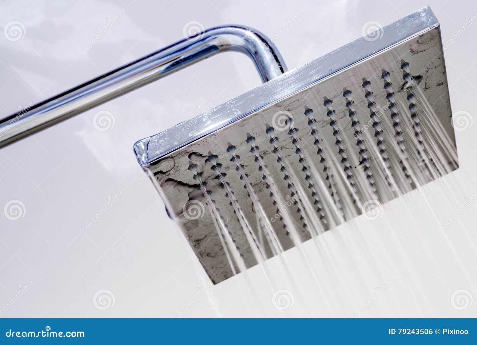 italienische dusche in einem modernen badezimmer stockfoto - bild
