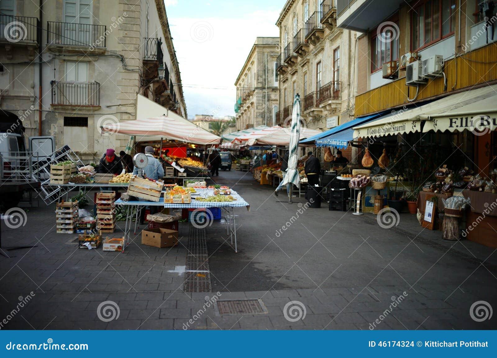 Italienischer markt redaktionelles stockbild bild 46174324 for 3d dreams fort mill sc