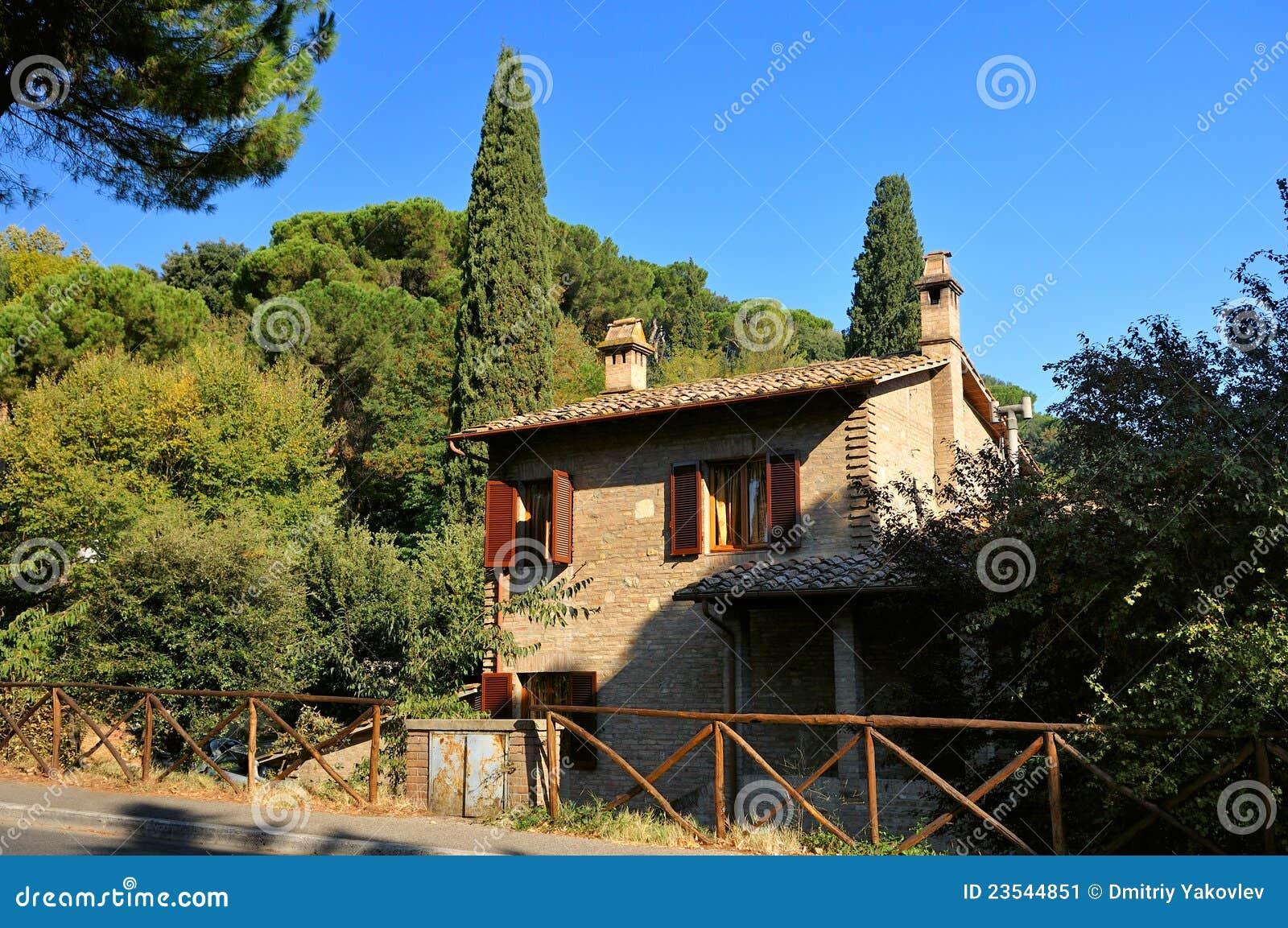 italienisches landwirtschaftliches haus stockbild bild 23544851. Black Bedroom Furniture Sets. Home Design Ideas