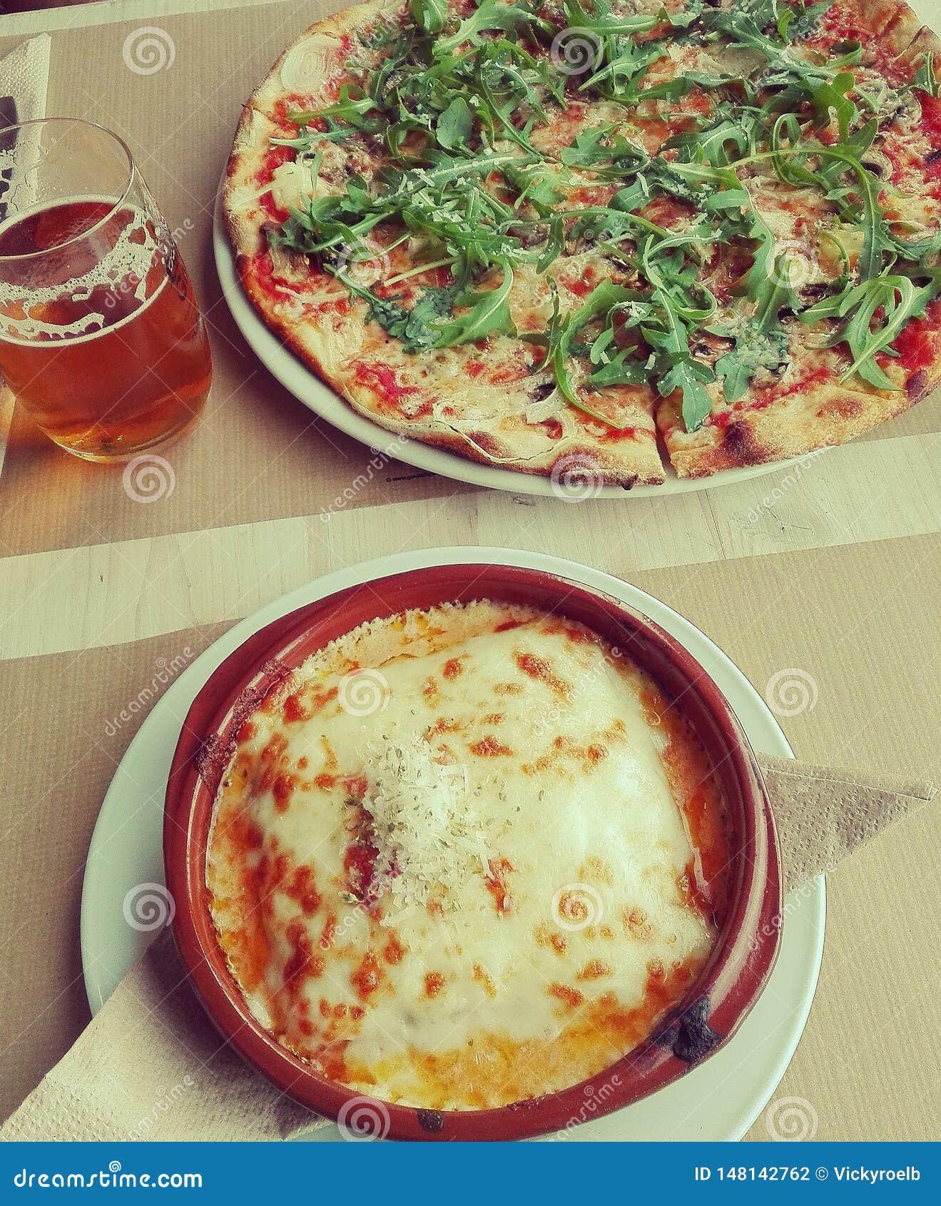 Italiensk pizza och snabbmatgourmet