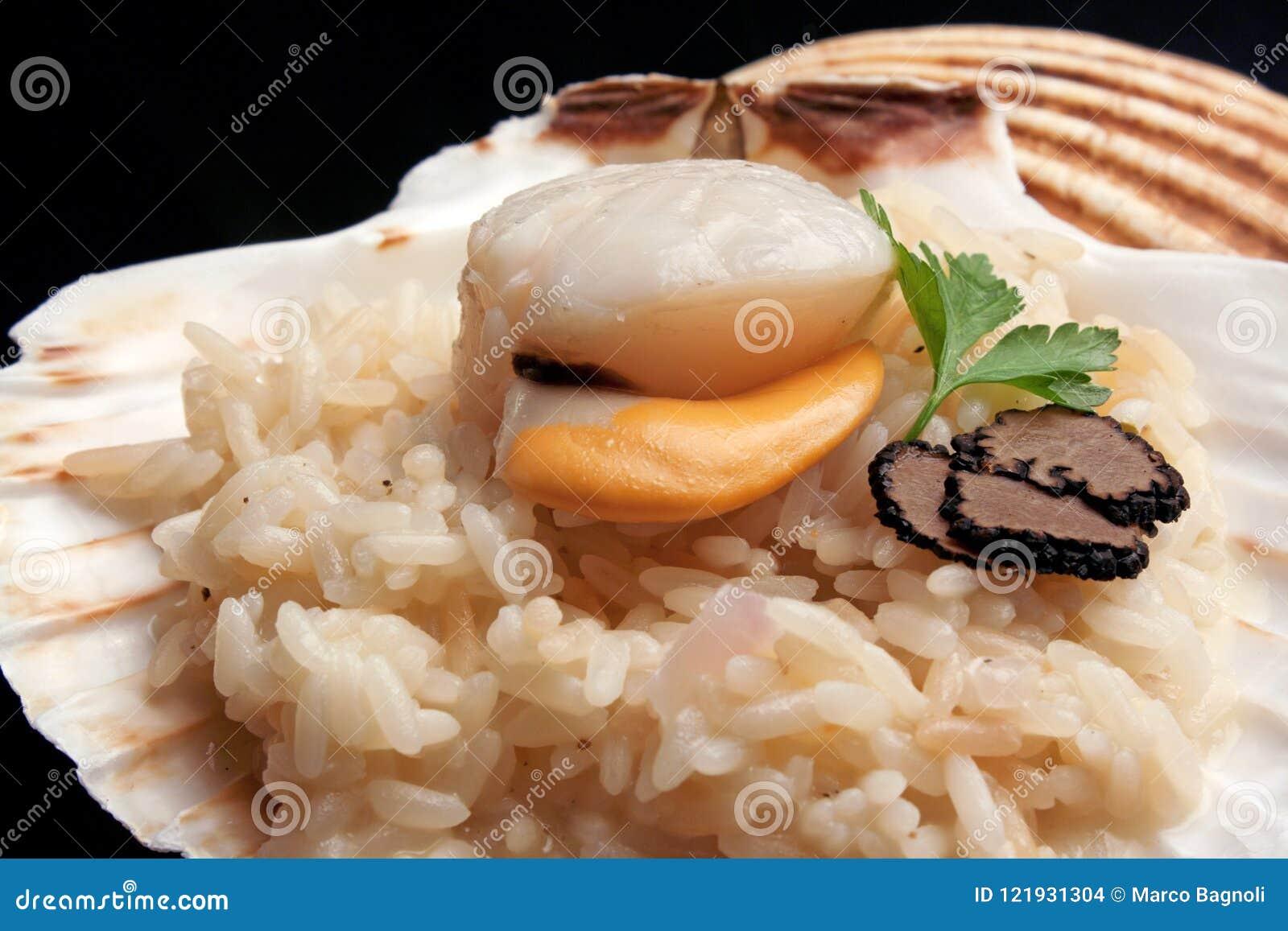 Italiensk `-risotto` med trufflw och kammusslan