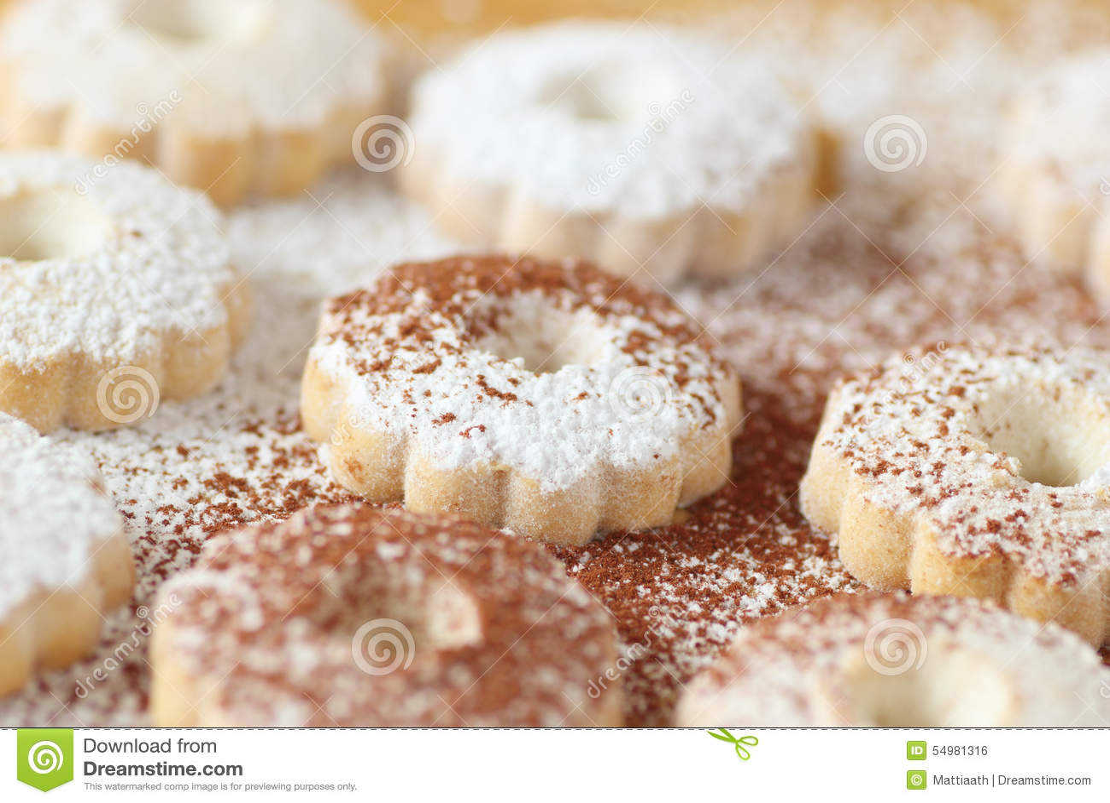 Italienska canestrellikex med båda pudrad socker- och kakaomakt