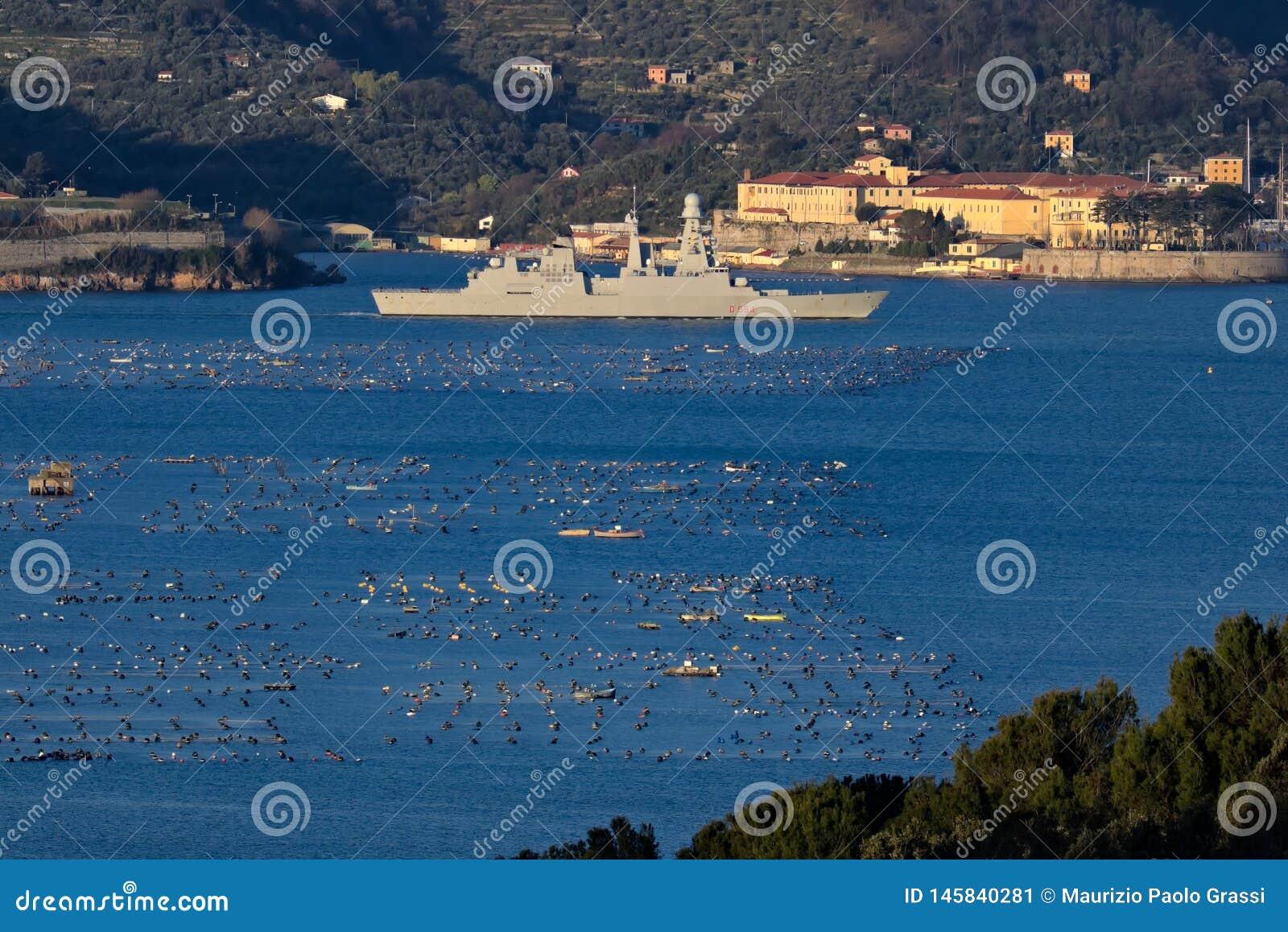 Italy losu angeles Liguria spezia 03/27/2019 W?oski militarny statek D554, Caio Duilio
