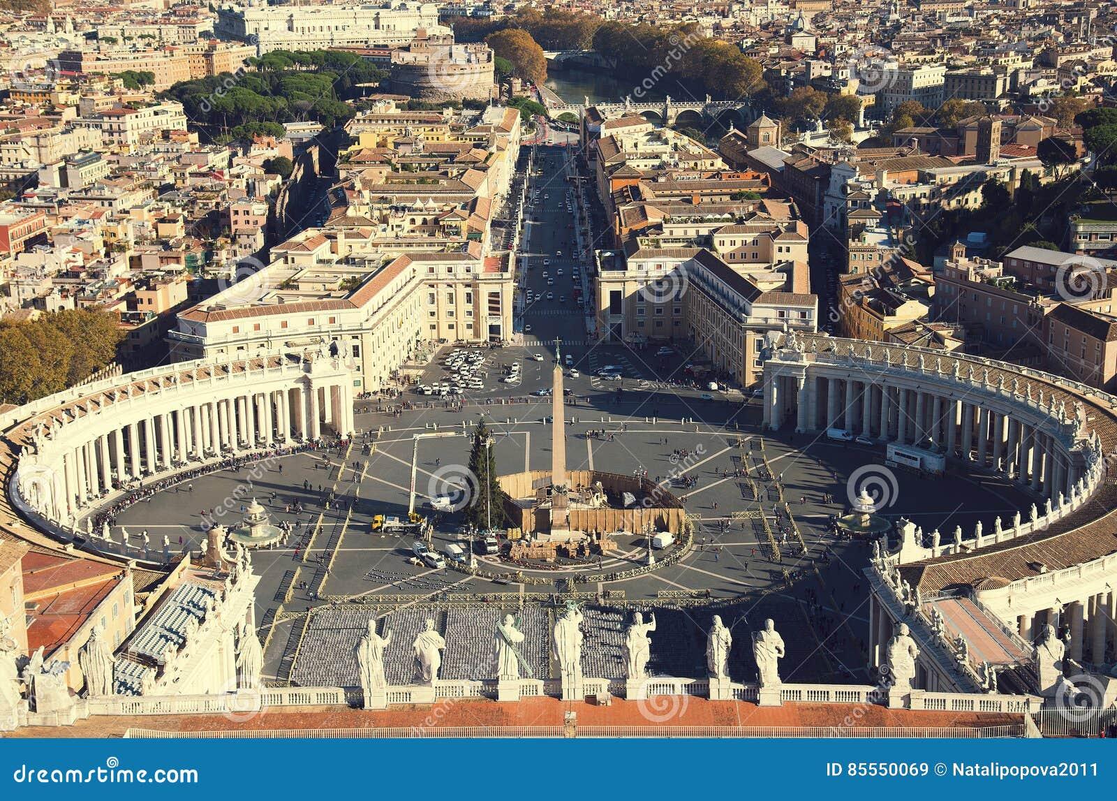Italy rome Berömd fyrkant för St Peter ` s i Vaticanen och den flyg- sikten av stadsbeskickningen