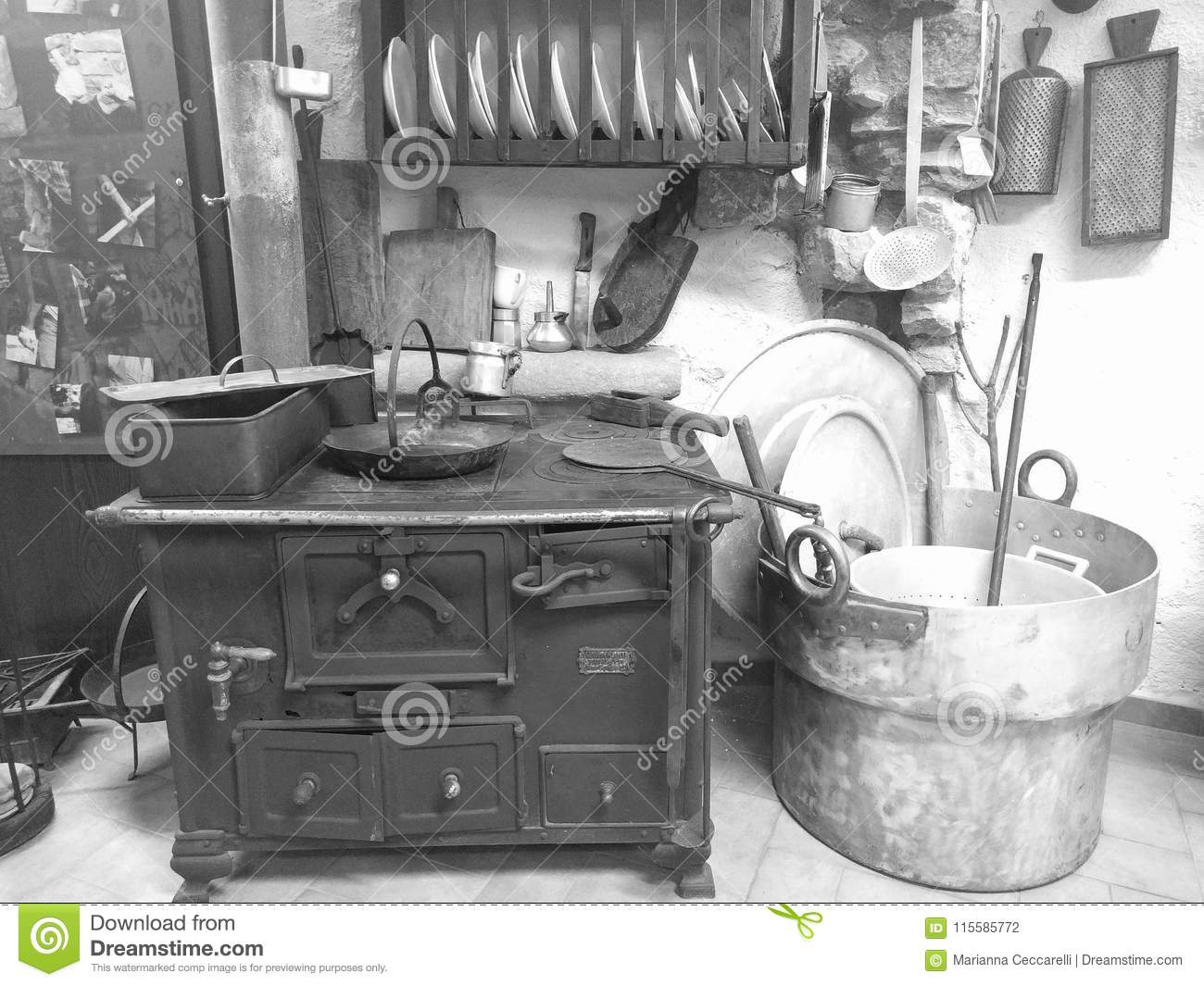 Italy-Tuscany-Minucciano-LU: Ancient kitchen, on display, inside the museum of Minucciano