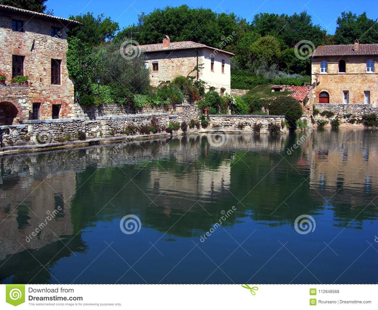 https://thumbs.dreamstime.com/z/italy-tuscany-thermal-water-tub-bagno-vignoni-small-village-famous-its-waters-112648568.jpg