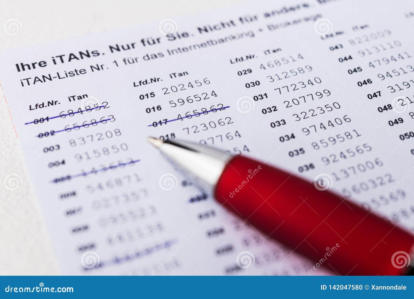 ITan-lista med penn- och datortangentbordet