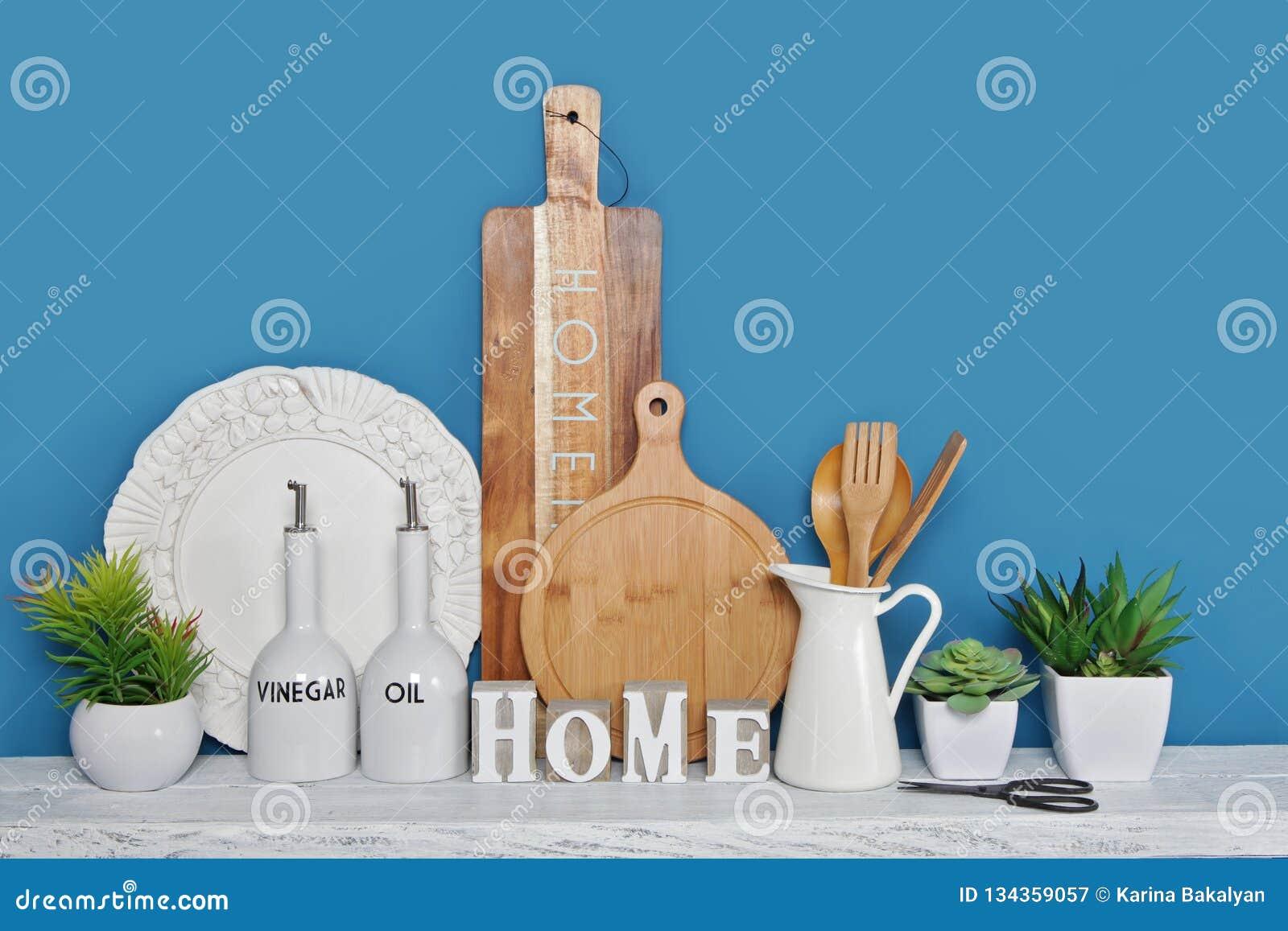 Itchen redskap gjorde av trä och keramik