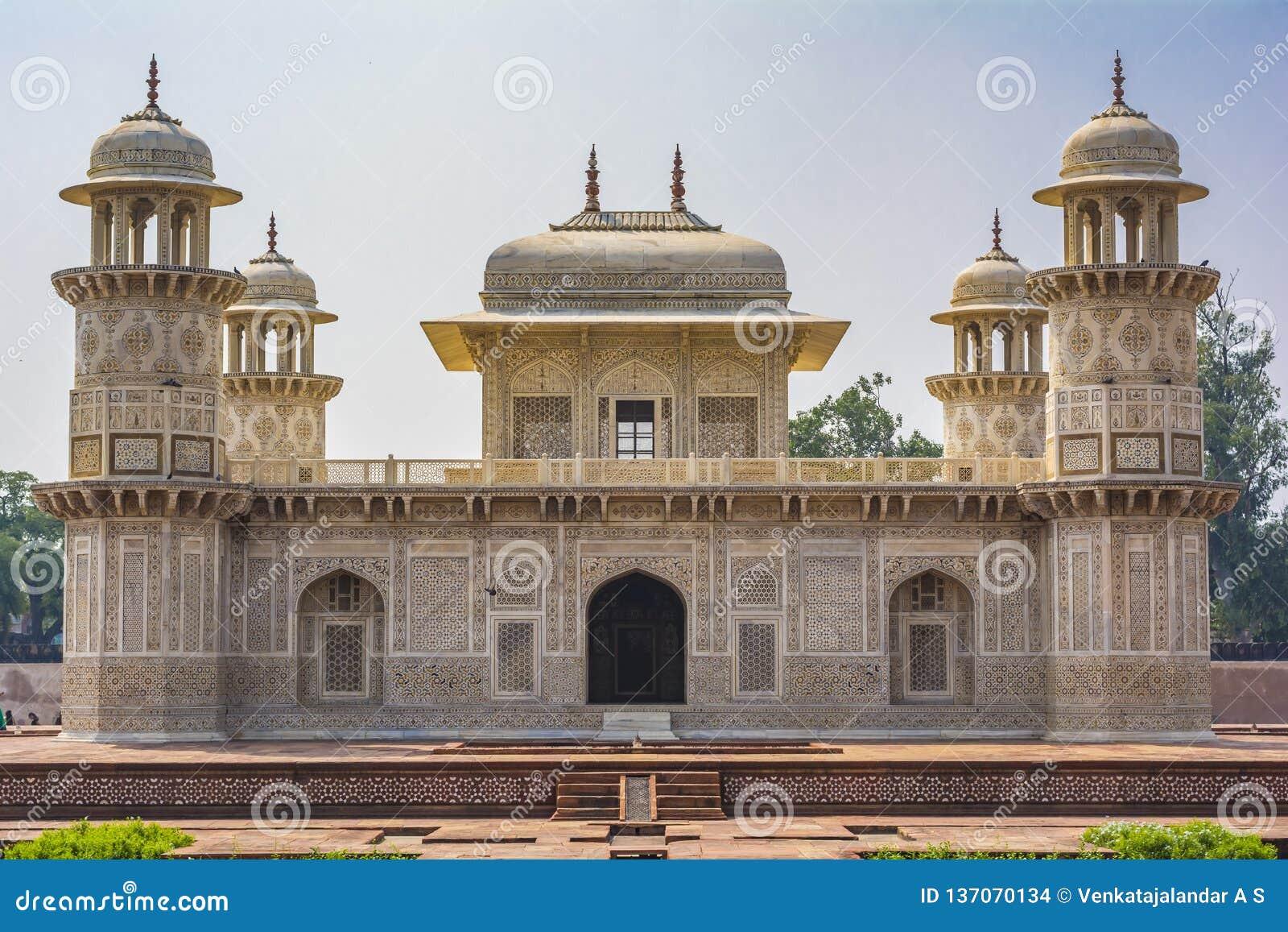 Itimad-ud-Daulah ou bebê Taj em Agra, India