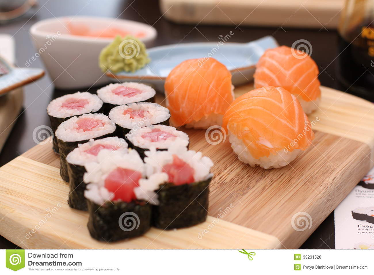 how to eat sushi with wasabi