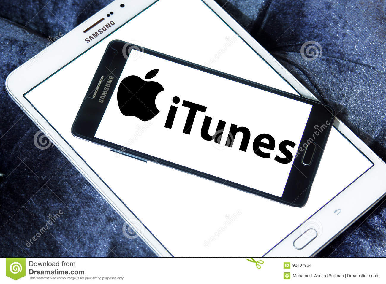 Itunes logo editorial stock image  Image of globalization - 92407954