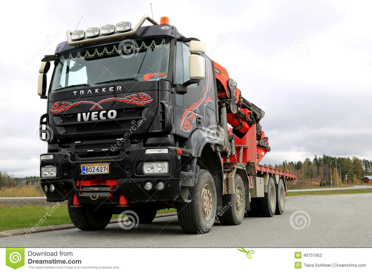 iveco trakker mit lkw angebrachtem palfinger kran redaktionelles stockfotografie bild 49751952. Black Bedroom Furniture Sets. Home Design Ideas