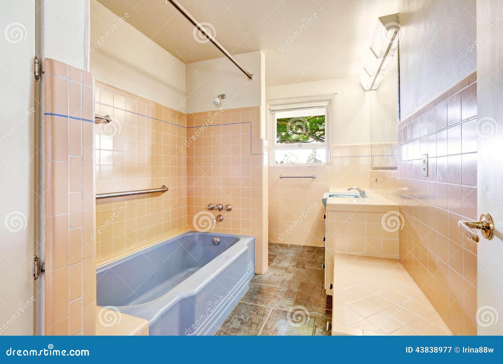 Ivory bathroom with blue bath tub stock photo image - Leroy merlin salle de bains 3d ...