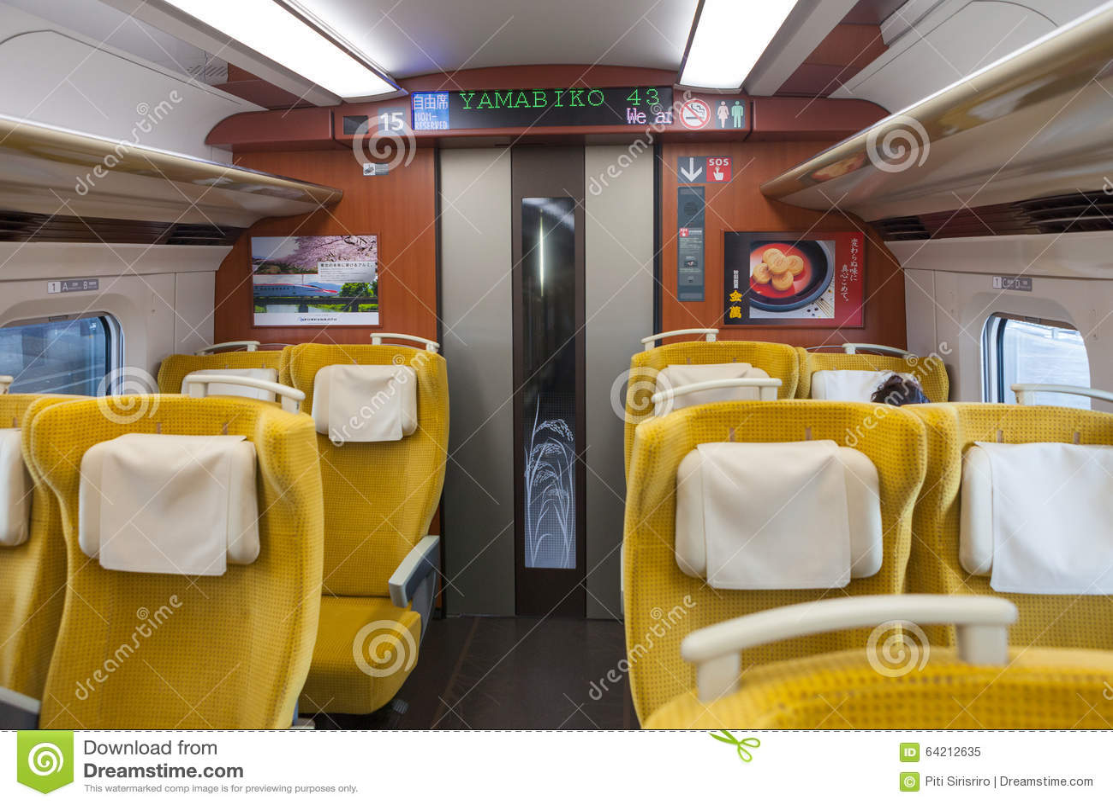 Iwate, Japón - abril 27,2014: Dentro E6 de la serie Shinkansen