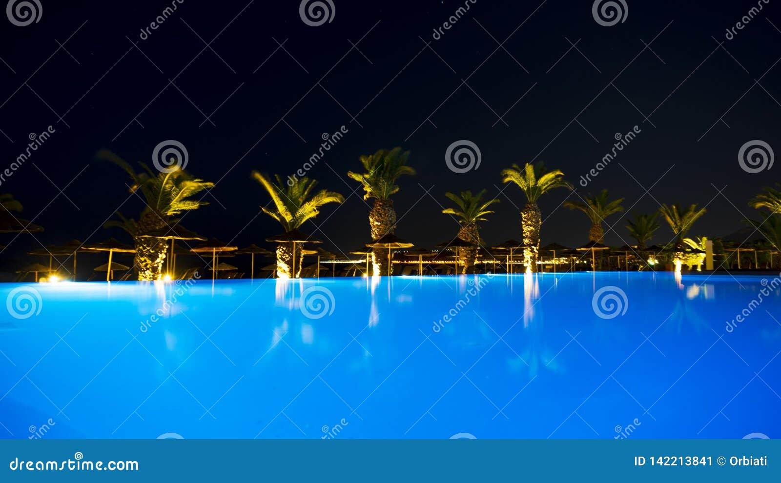 Ixia-Grand Hotel-Pool, wenn Licht geglättet wird