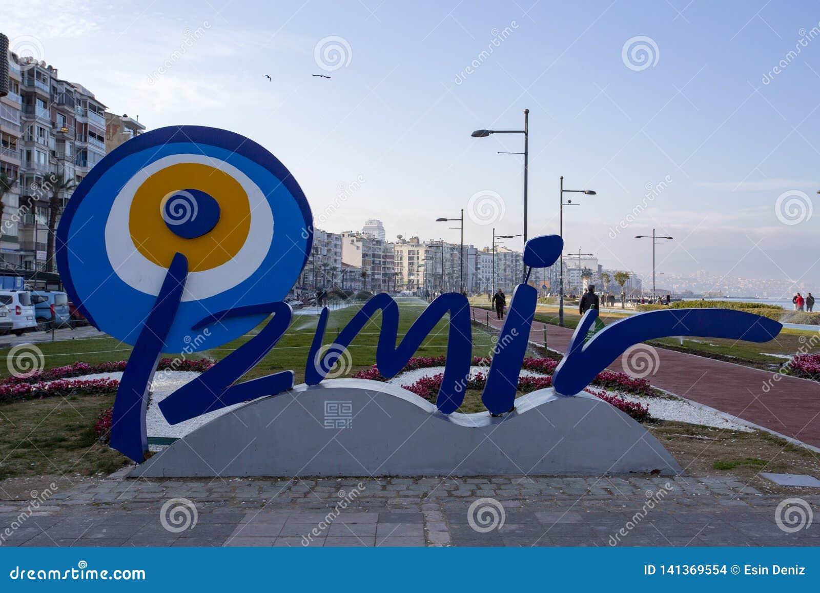 Izmir, Турция - 2-ое марта 2019: Взгляд улицы Kordon в Izmir Izmir назначение populer туристское в Турции