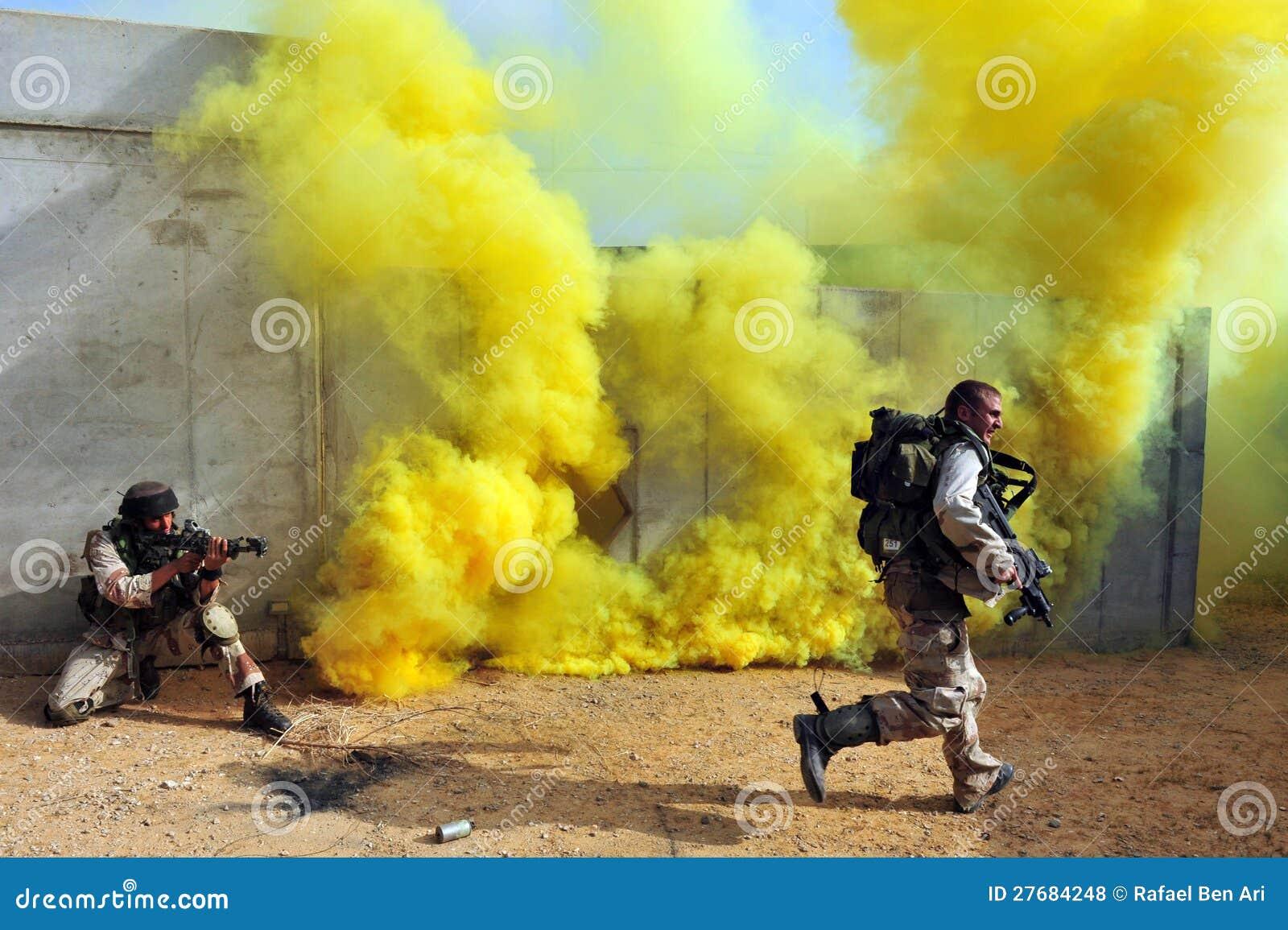 Izraeliccy żołnierze podczas Miastowego działania wojenne ćwiczenia