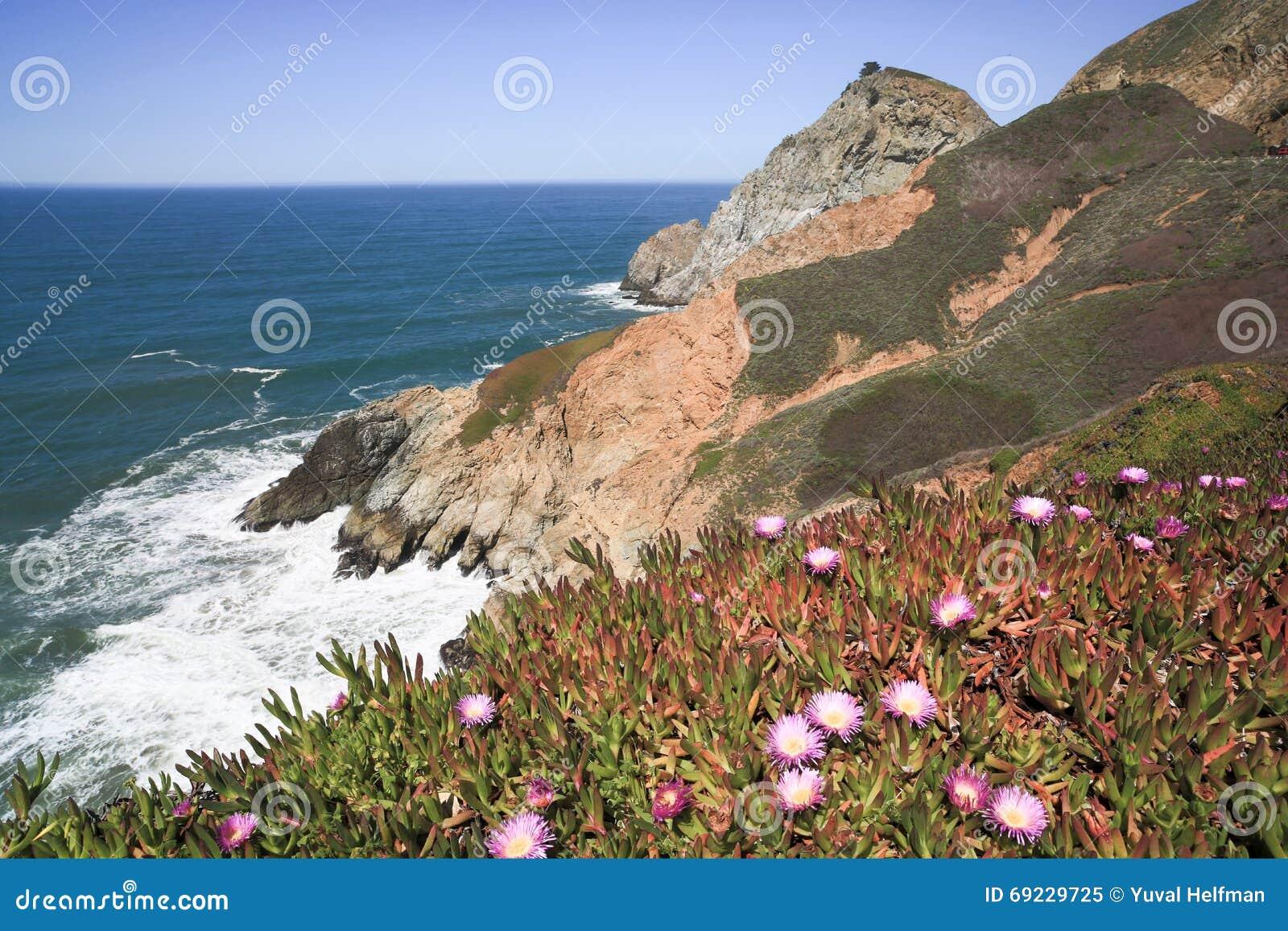 Jäkels rena klippor för glidbana, kust- udde, San Mateo County, Kalifornien