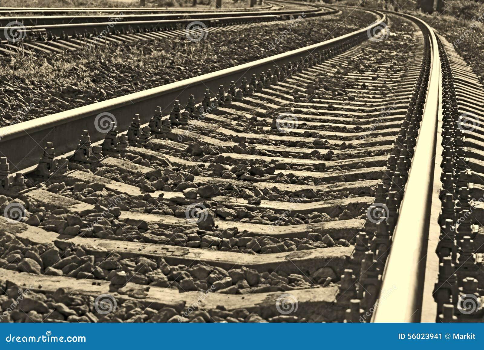 Järnvägspår in i sepia