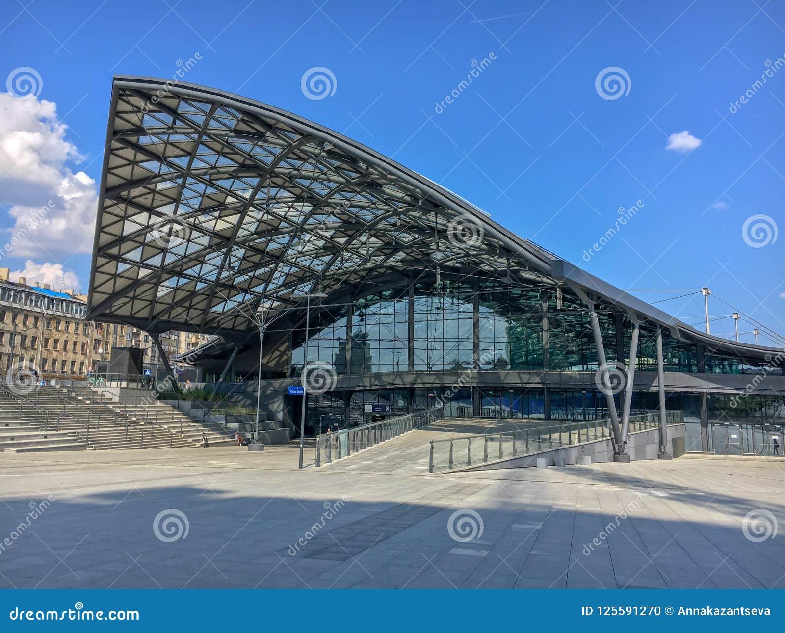 Järnvägsstation`-Lodz Fabryczna `, Lodz, Polen Modern futuristisk härlig järnvägsstation