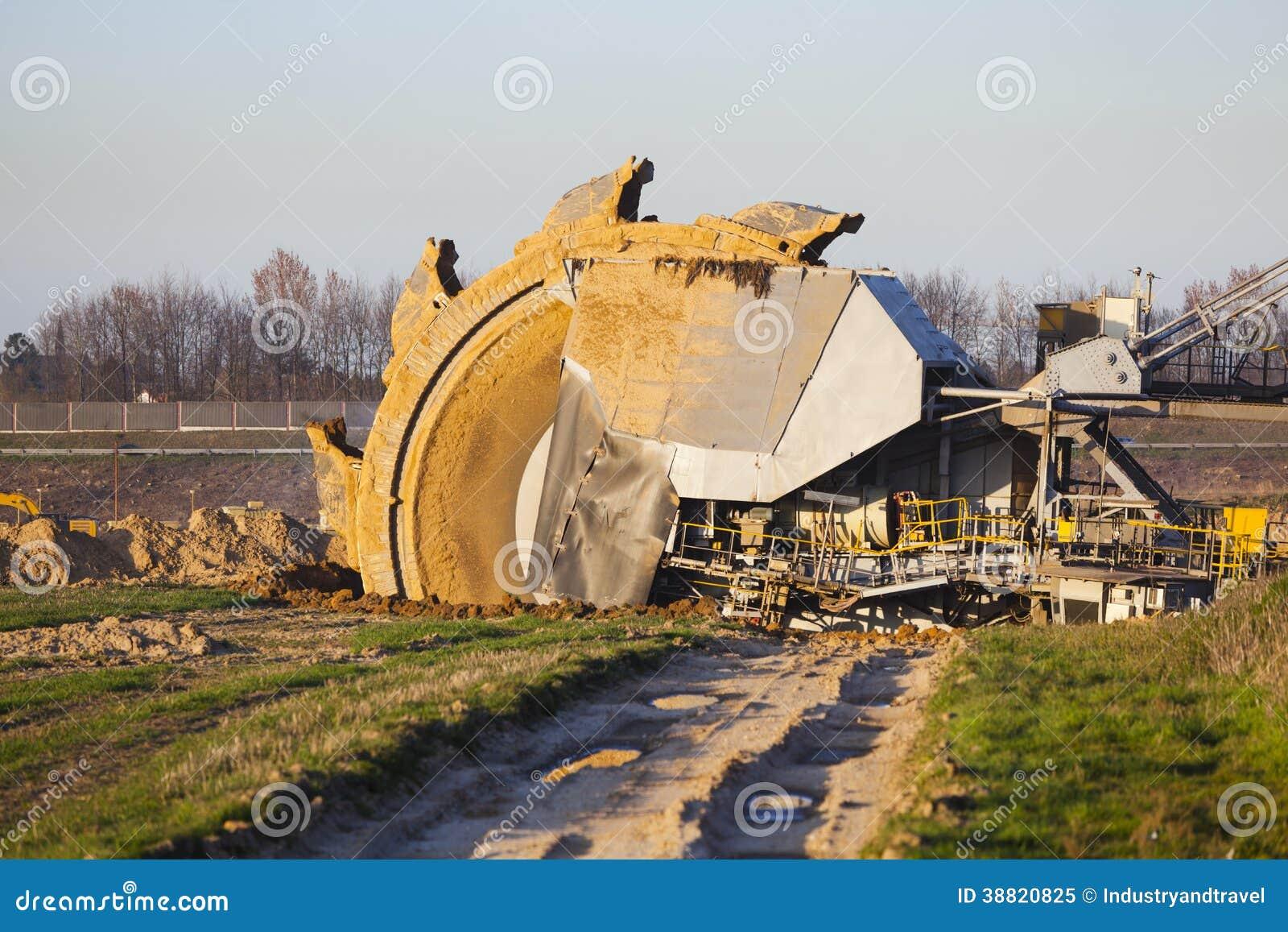 Jätte- grävskopa för hinkhjul