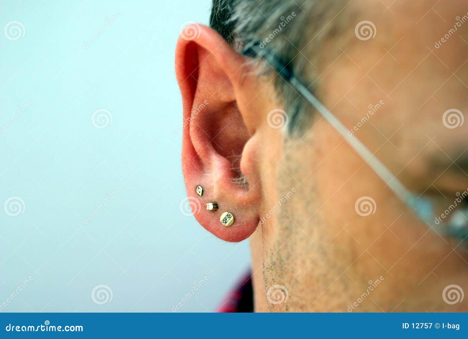 Jóia masculina da orelha