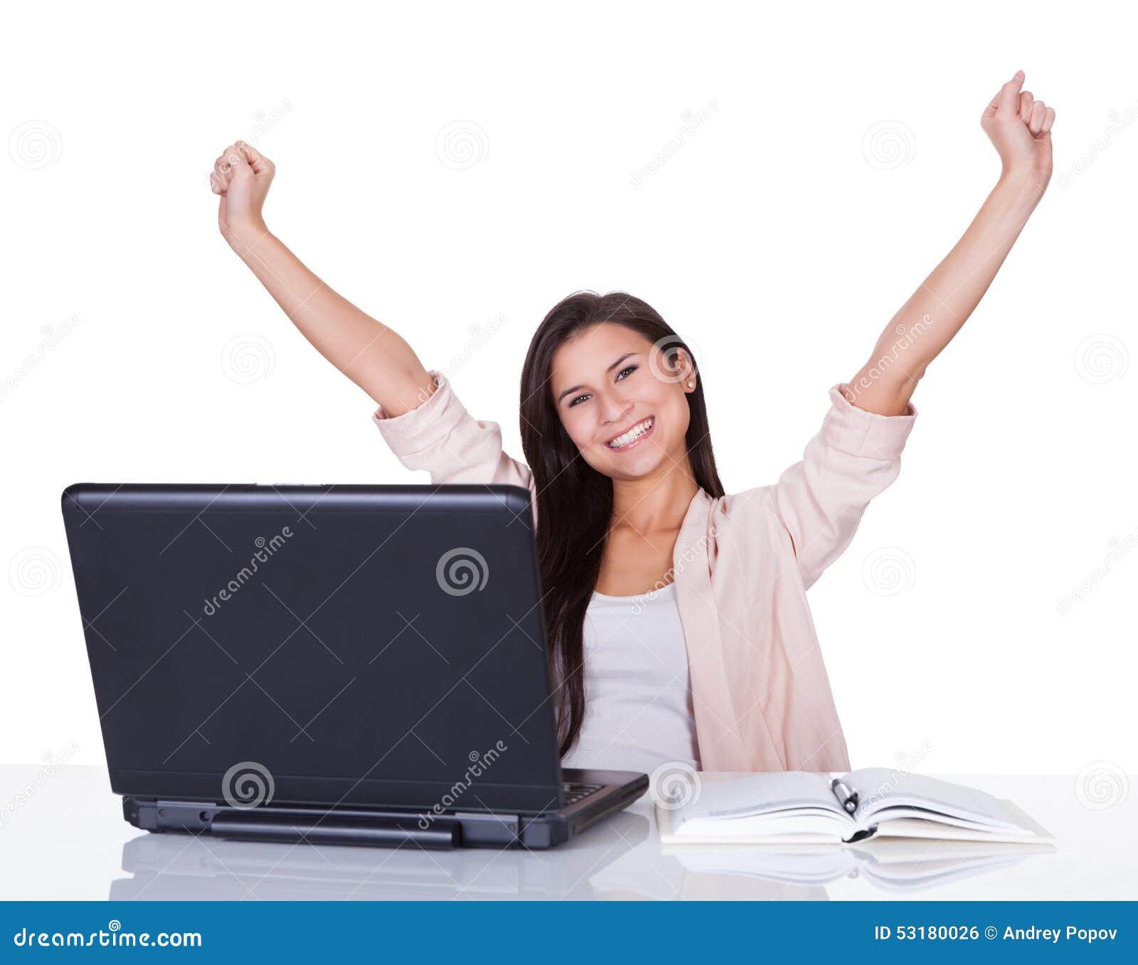 Júbilo fêmea feliz do trabalhador de escritório