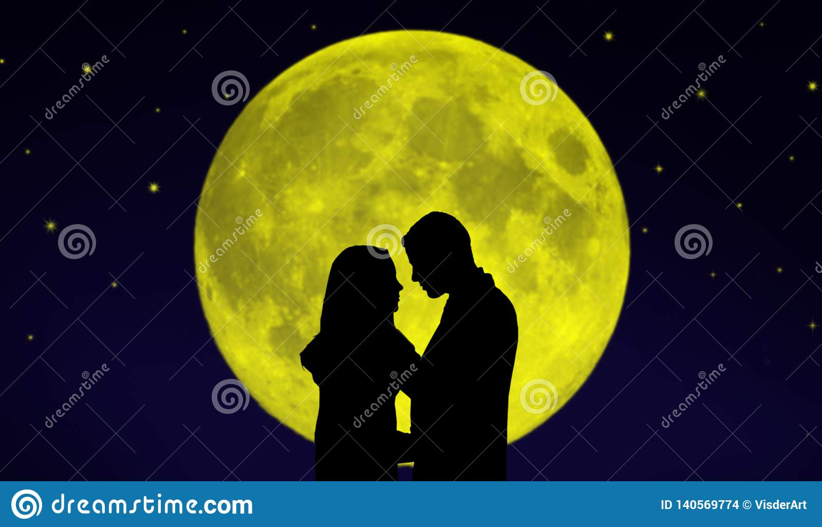 Júntese delante de la luna