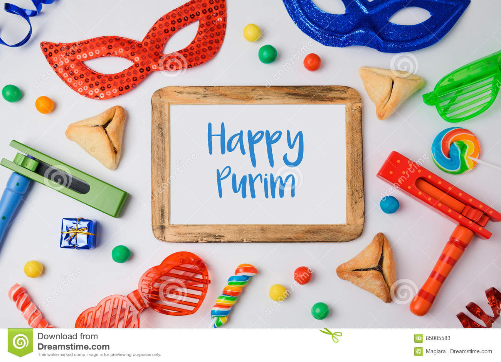 Jüdisches Feiertag Purim-Konzept mit hamantaschen Plätzchen, Karnevalsmaske und Fotorahmen auf weißem Hintergrund