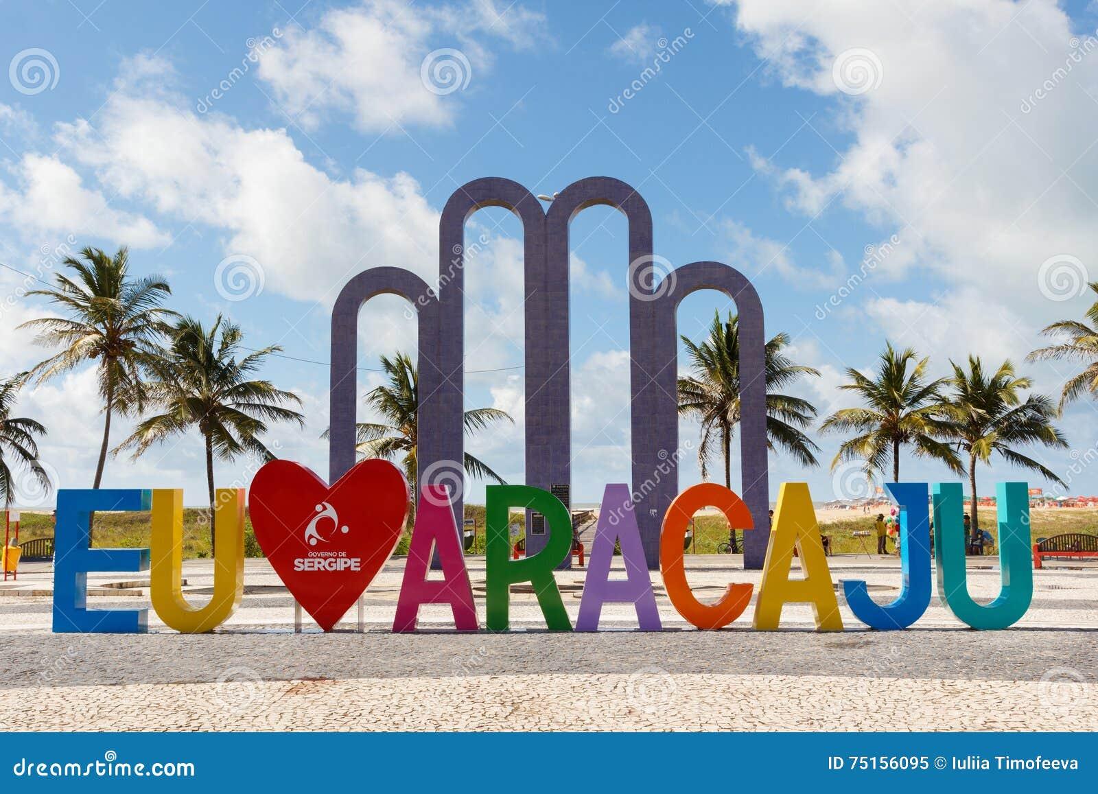 J aime Aracaju sur la plage célèbre Atalaia dans Aracaju, Sergipe, Brésil