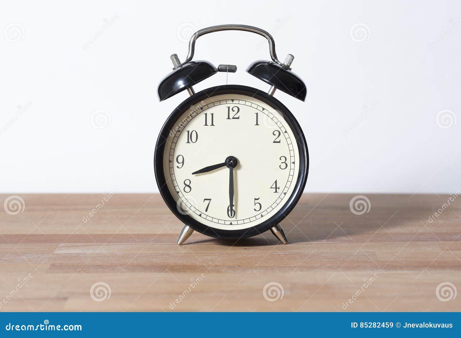 Ja jest przyrodnim past osiem o ` zegarem