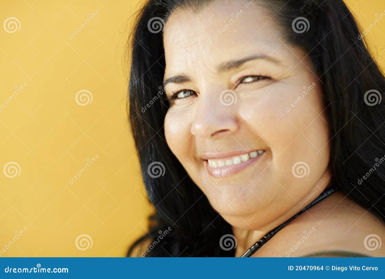 Ja target967_0_ przy kamerą dojrzała latynoska kobieta