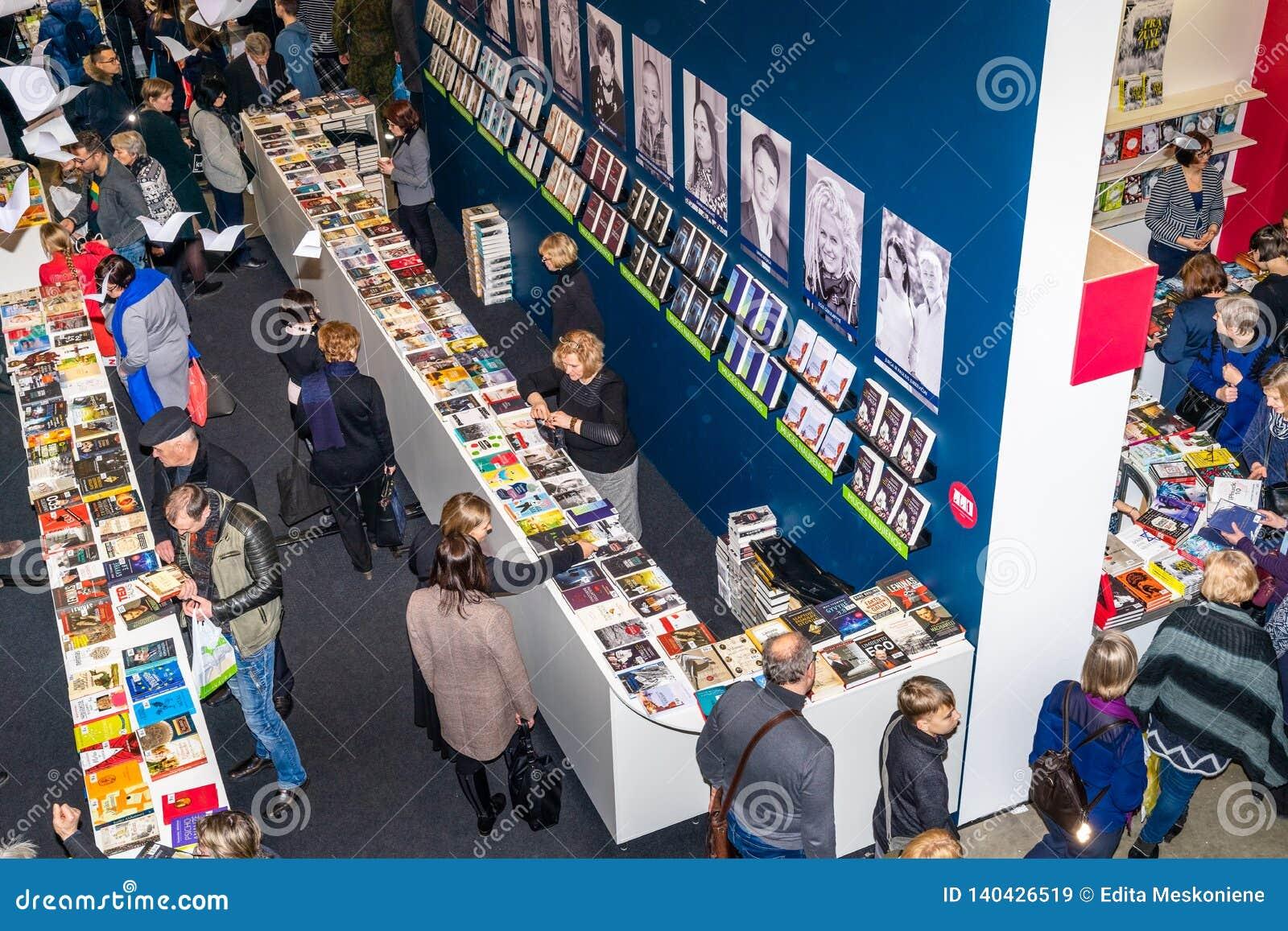 Jaarlijkse traditionele Vilnius-Boekenbeurs '20 jaar na 'in Vilnius, Litexpo-Tentoonstellingscentrum