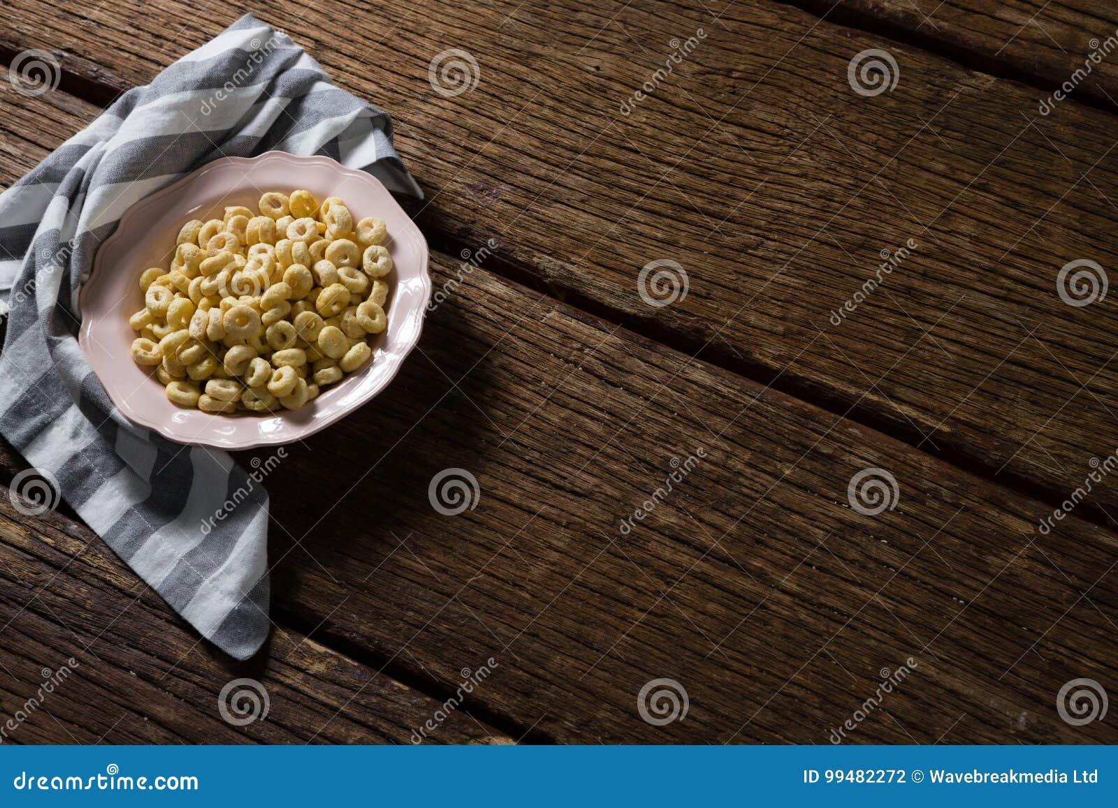 Jabłczana dźwigarka w talerzu z pieluchą