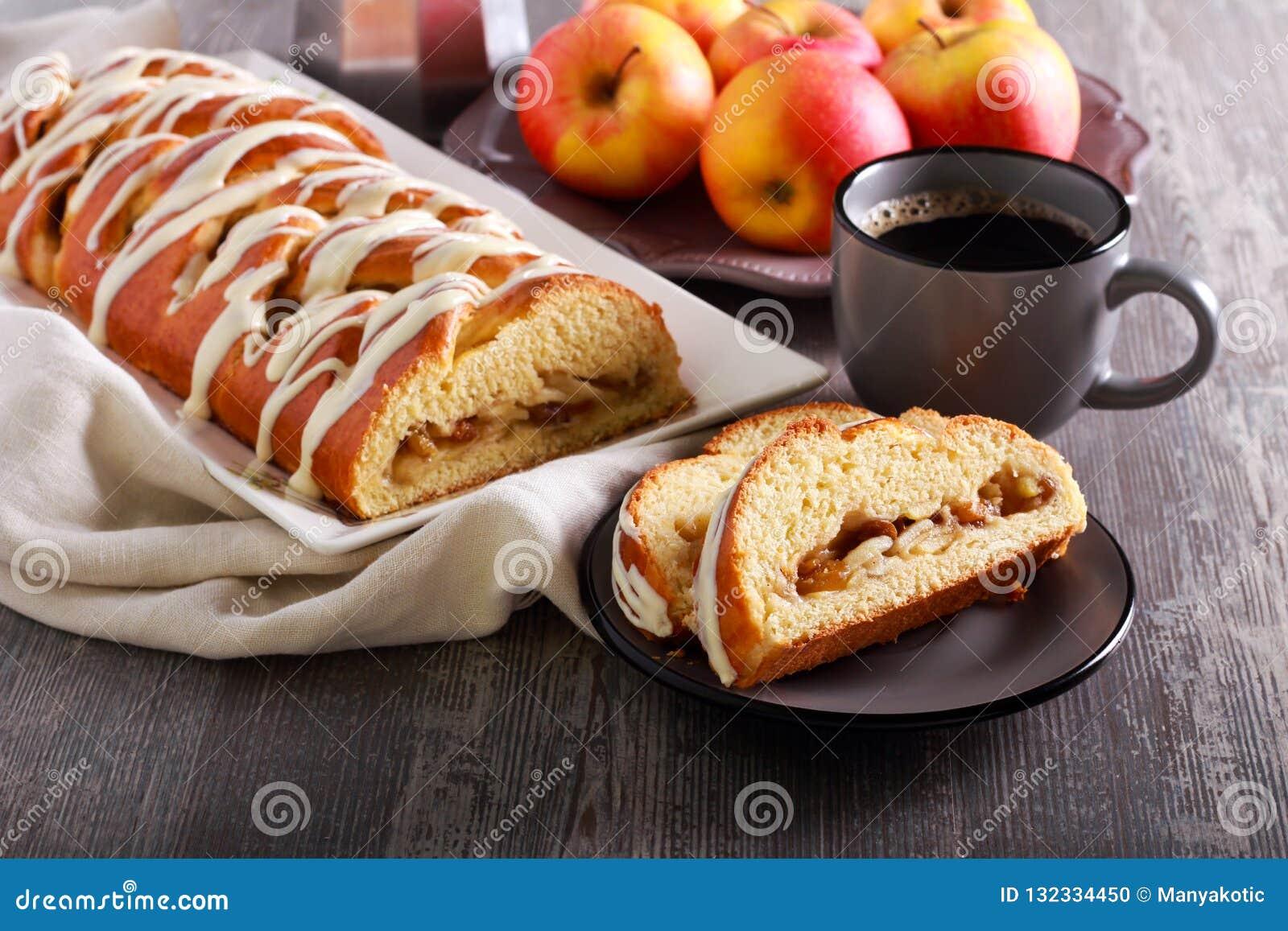 Jabłczany kawowego torta warkocz, słuzyć