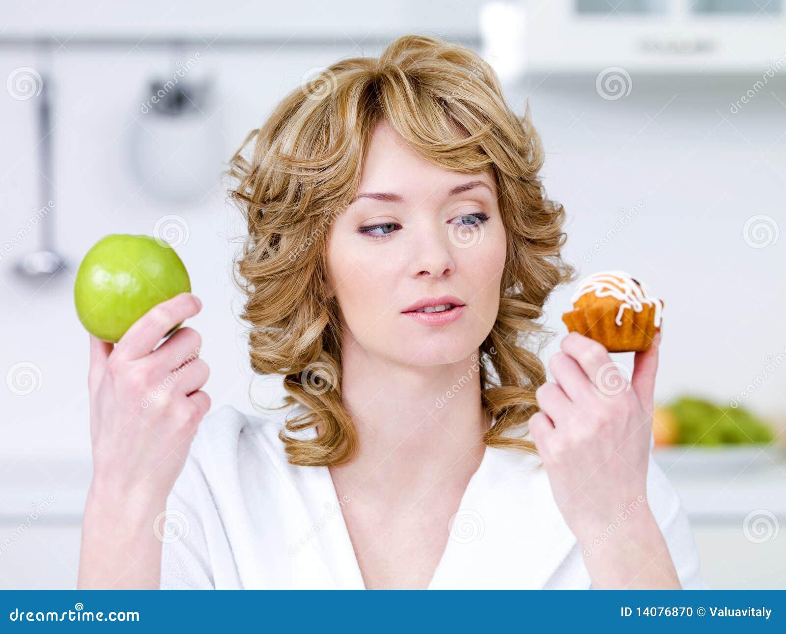 Jabłczany tort wybiera kobiety