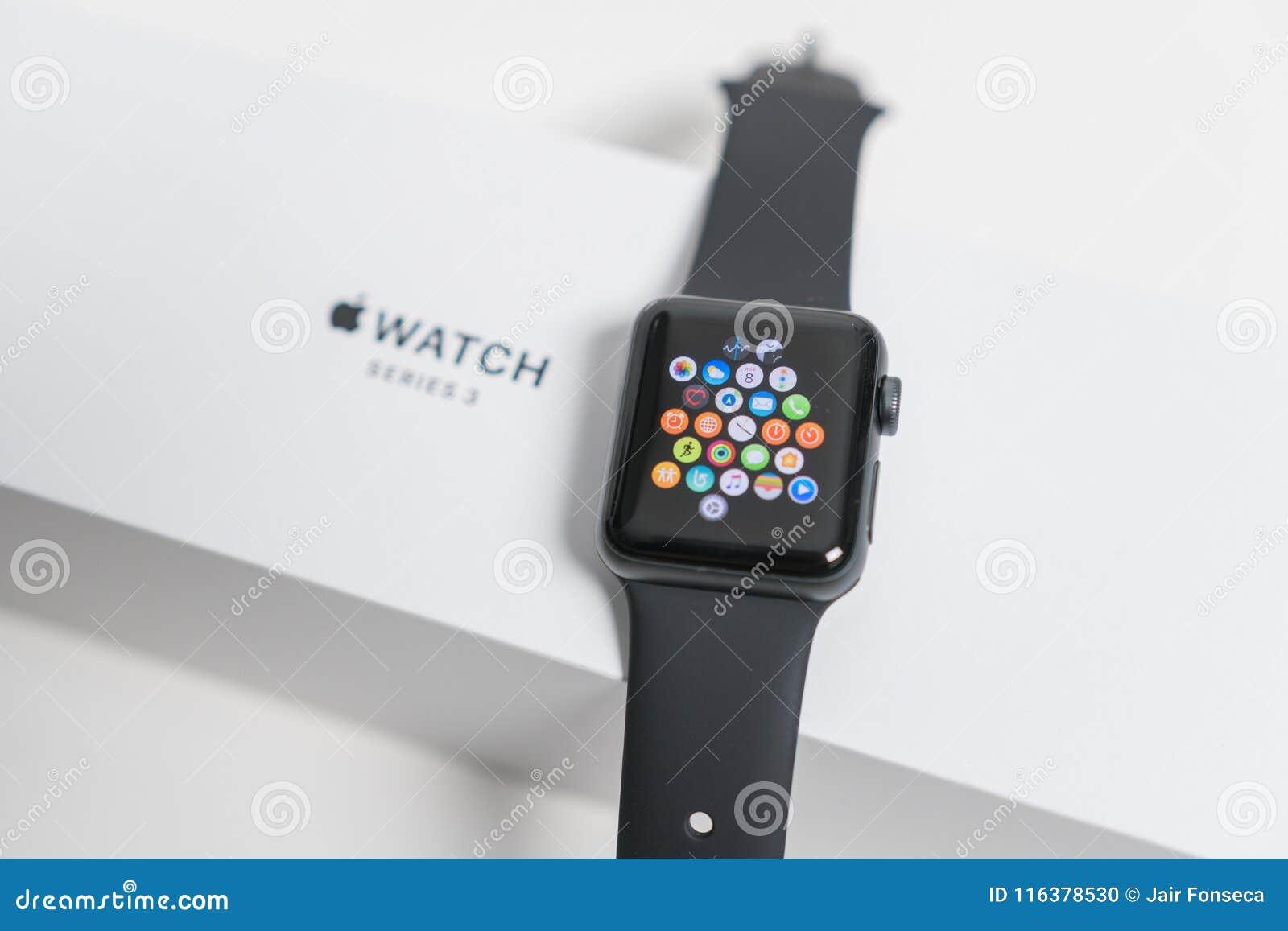 Jabłczany zegarek w pudełku