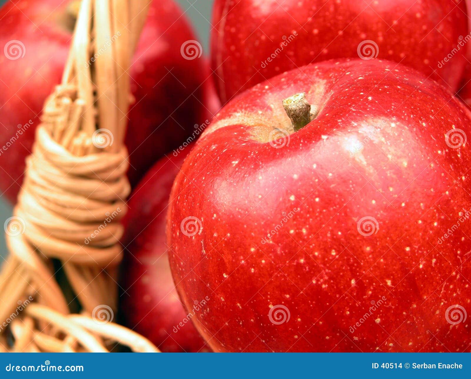 Download Jabłko 2 koszyka witaminy zdjęcie stock. Obraz złożonej z charcica - 40514