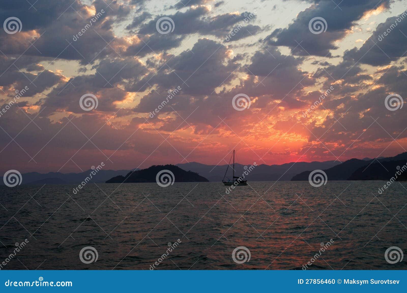Jacht w morzu