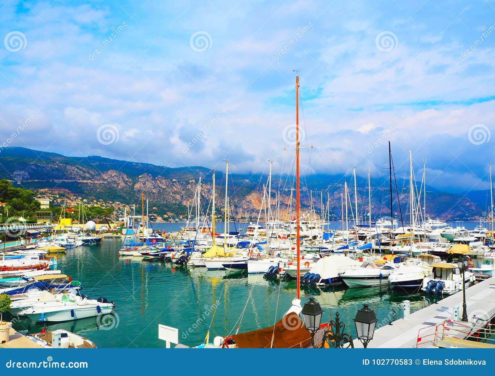 Jachten in haven van heilige-Jean-GLB-Ferrat - neem en sta met in zuidoosten van Frankrijk op voorgebergte van Kooi D ` Azur in P