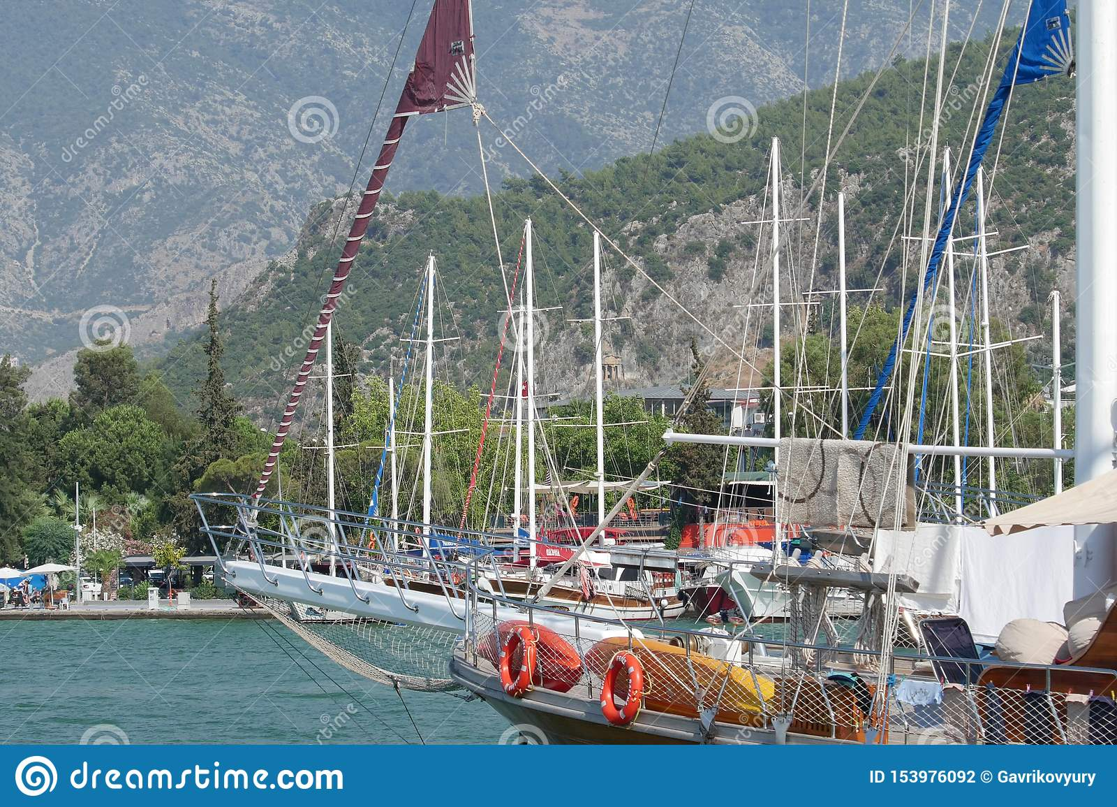 Jachtenligplaats in Fethiye-Jachthaven, Mugla, Turkije
