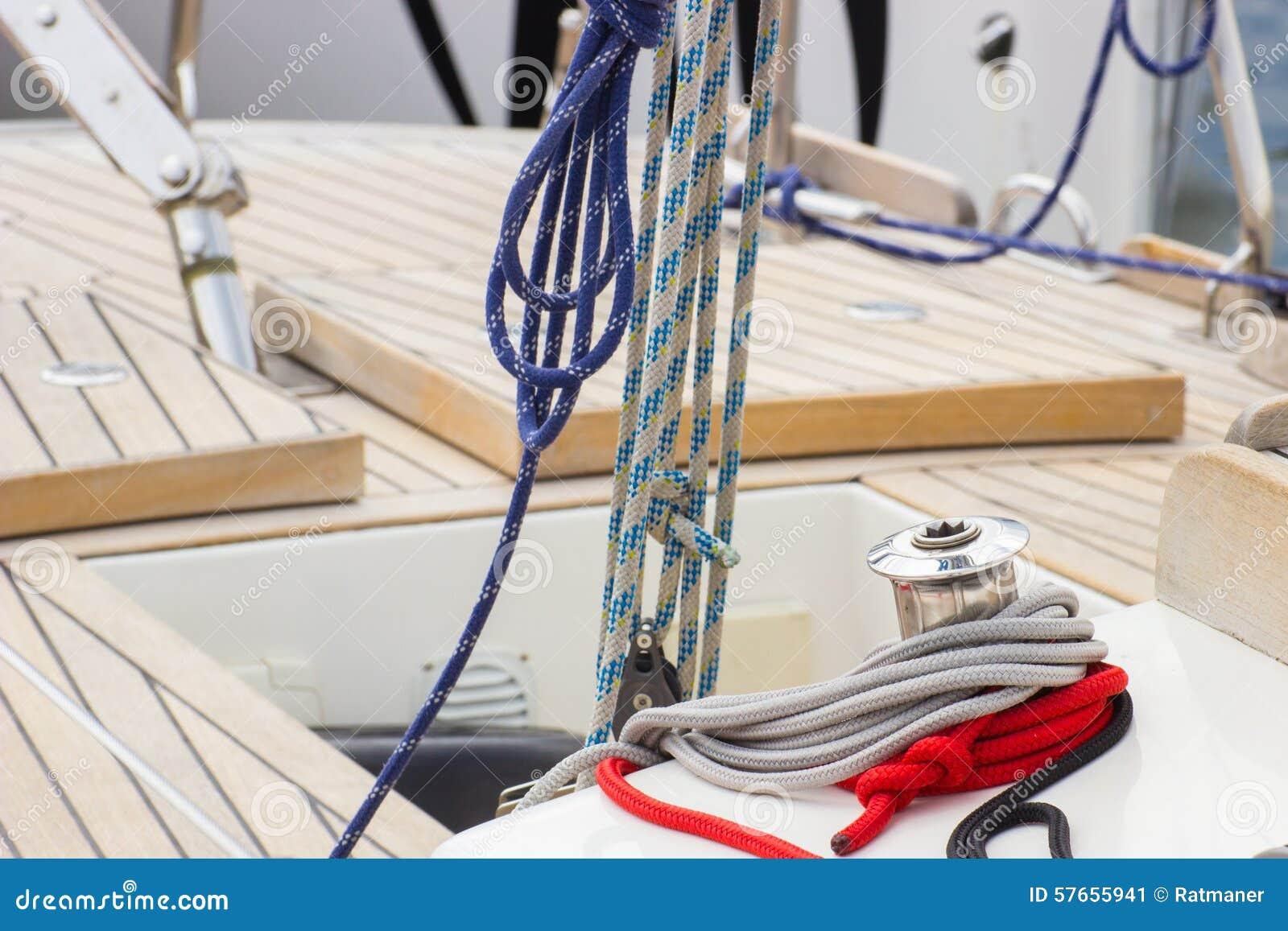 Jachting, kolorowa arkana na żaglówce, szczegóły jacht
