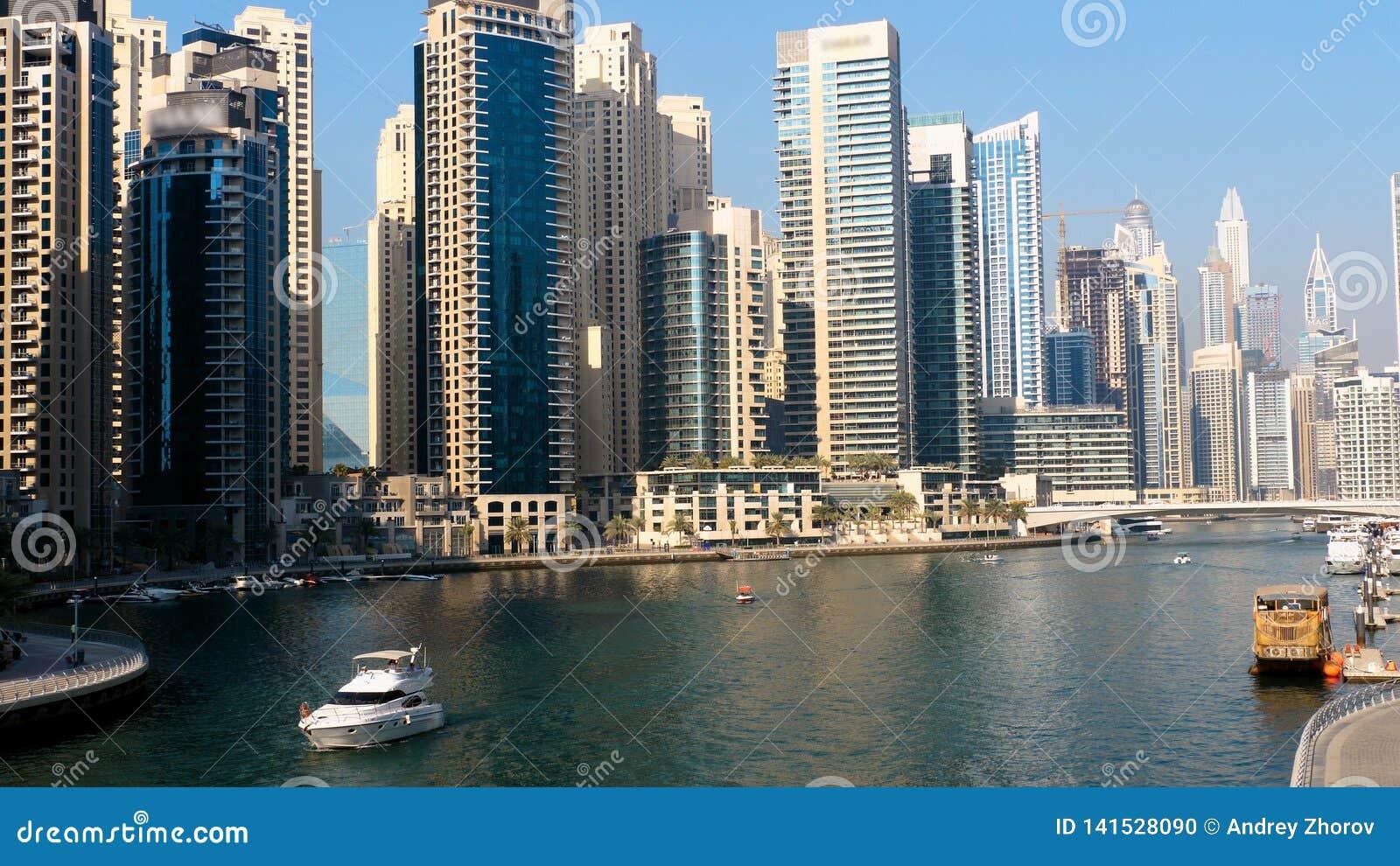 Jachty przy Dubaj Marina